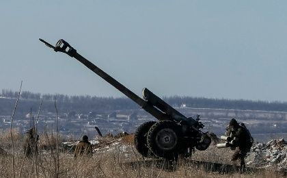 A cannon of the Ukrainian armed forces is seen at a position near Debaltseve, eastern Ukraine, February 17, 2015. Government forces and pro-Russian separatists said they would not carry out an agreement to pull back heavy guns in east Ukraine on Tuesday, pushing a shaky peace deal closer to collapse.