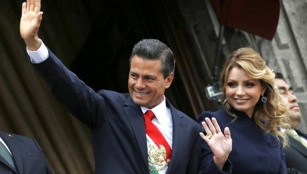 Mexican President Enrique Pena Nieto and his wife Angelica Rivera have been questioned over how they payed for their luxury home.