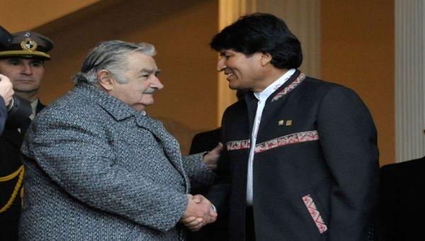 Morales y Mujica afianzaron sus relaciones diplomáticas