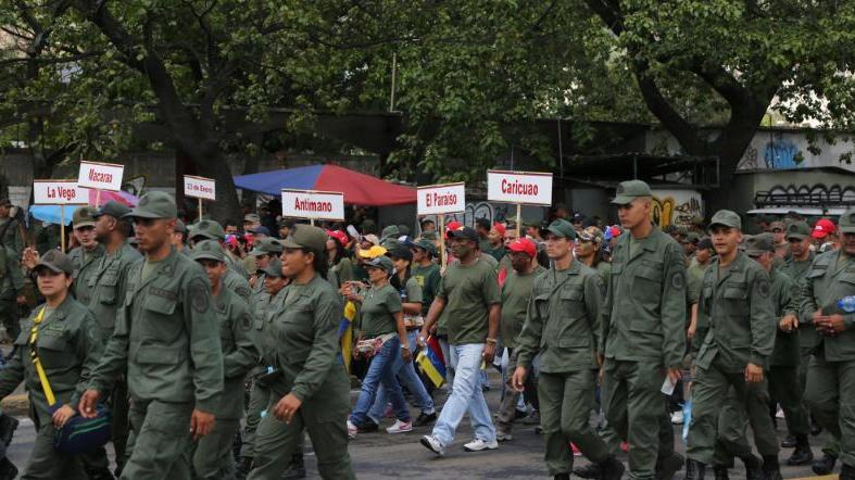 PUNTADAS CON HILO - Página 17 Civico_militar_1_crop1426370444095