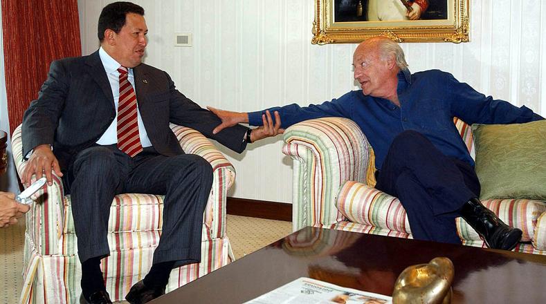En el año 2005 Galeano sostuvo un encuentro con el Presidente de Venezuela, Hugo Chávez Frias, en la embajada de Venezuela en Montevideo (Uruguay), cuando Chávez asistió a la Cumbre de Presidentes del Mercosur.