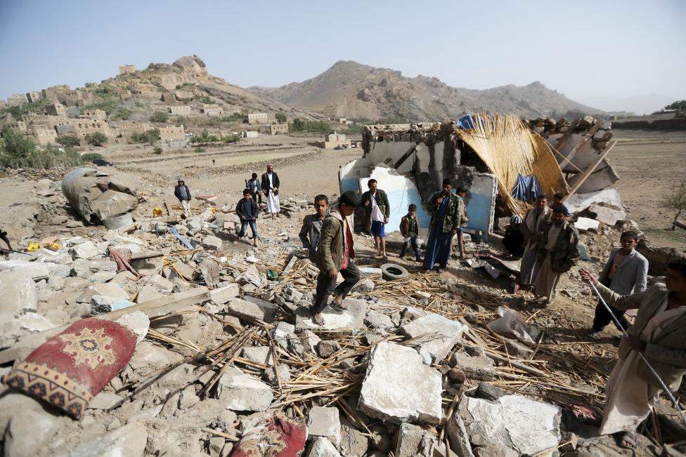 Aistrikes in Yemen have displaced tens of thousands of civilians
