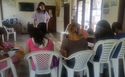 Women attending a workshop at 'Vida Mujer'