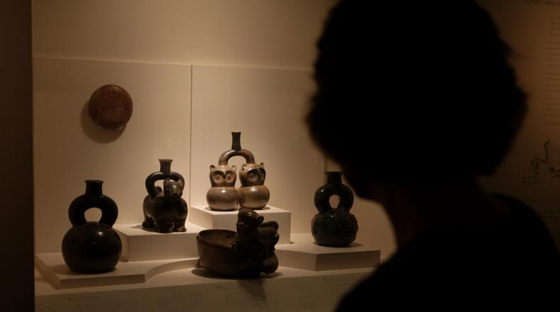 El Museo Arqueológico Larco Herrera se localiza en Lima, Perú. Alberga galerías que dan fe de la historia de este país en su período precolombino. Estas son piezas que hacen parte de una de las muestras más ricas de arte prehispánico de América.