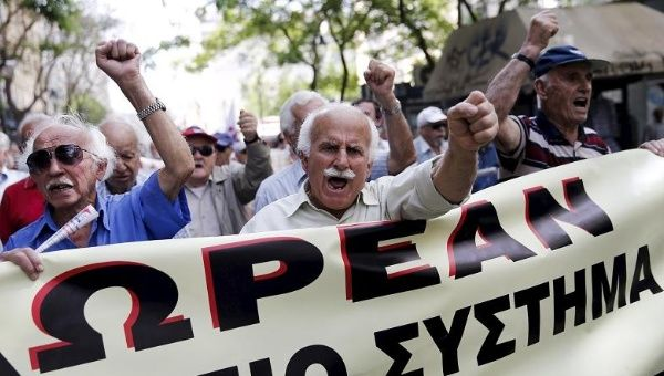 http://www.telesurtv.net/__export/1432133620210/sites/telesur/img/news/2015/05/20/greek-pensioners-protest_crop1432133375622.jpg_1718483346.jpg