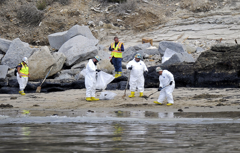 Massive oil spill spill into california ocean beaches for Clean beaches in california