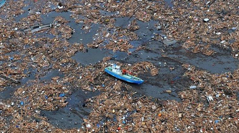 """Agunas """"potencias"""" ven el mar como depósito de desechos, como el basurero """"vórtice de plástico"""", un enorme basurero oceánico entre Hawai y Estados Unidos, con una extensión de 700 mil kilómetros cuadrados."""