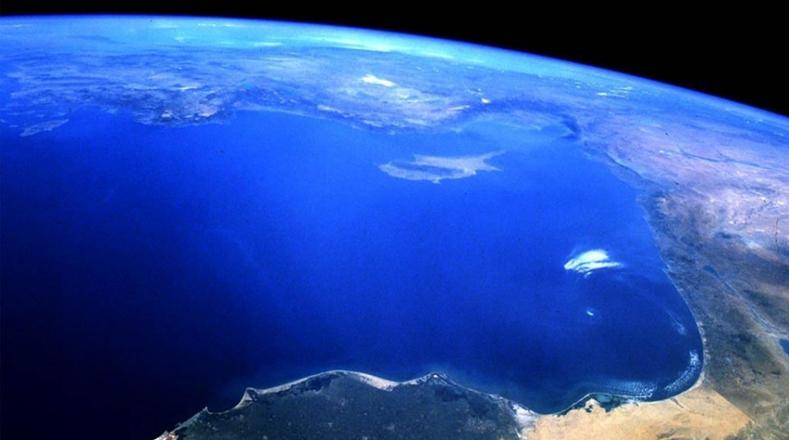 Dos terceras partes de la superficie de la Tierra están cubiertas por océanos, que constituyen una fuente de infinitos recursos: alimentos, energía, agua, hidrocarburos y minerales.