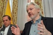Ecuadorean Foreign Minister Ricardo Patiño (L) and WikiLeaks founder Julian Assange.
