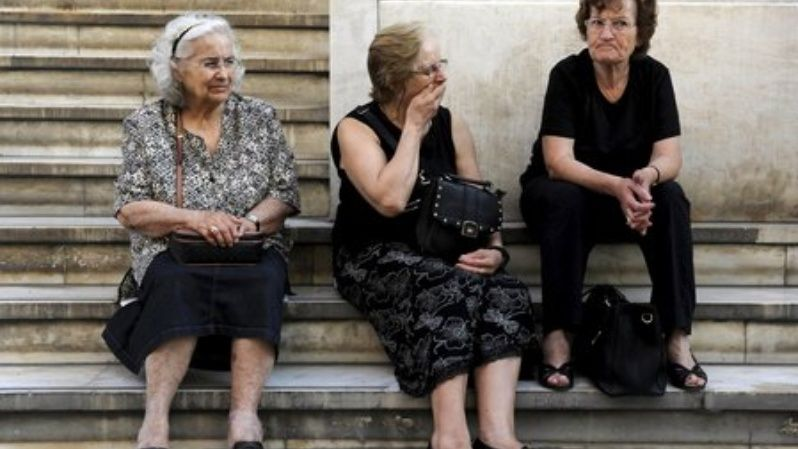 Pensioners wait outside a branch of the National Bank of Greece hoping to get their pensions, in Thessaloniki, Greece June 29, 2015.