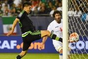 Mexico forward Oribe Peralta scores a goal against Cub at Soldier Field, Chicago, July 9, 2015.