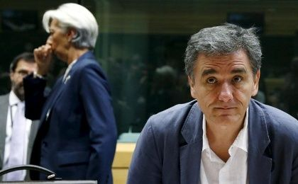Greek Finance Minister Euclid Tsakalotos and IMF Managing Director Christine Lagarde (back L) attend a eurozone finance ministers meeting in Brussels, Belgium, July 12, 2015.
