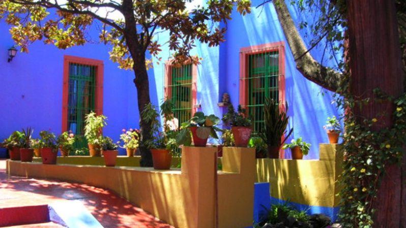 La Casa Azul, lugar donde vivió Frida Kahlo, ahora funciona como museo.