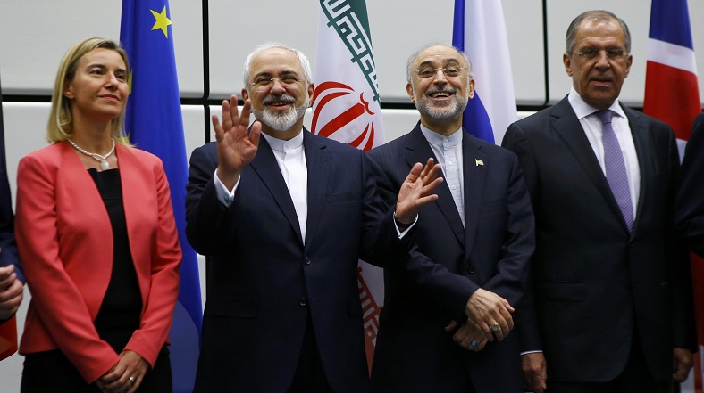 EU foreign policy chief Federica Mogherini (L), Iran's foreign minister, Mohammad Javad Zarif (2ndL), and Russian Foreign Minister Sergey Lavrov (R).
