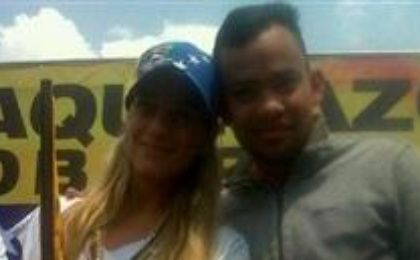 Murder suspect Rafael Perez (R) is pictured next to Lilian Tintori, wife of detained Venezuelan opposition leader Leopoldo Lopez.