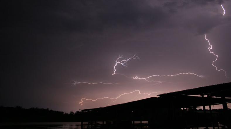 El fenómeno se puede observar de abril a noviembre, desde las 20:00 horas hasta la madrugada, durante 240 noches al año.