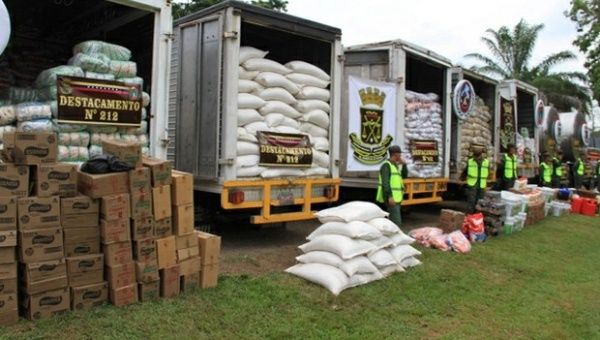 Venezuelan National Guard officers seized smuggled food along the Colombian border to protect human rights and crack down on illicit activities.