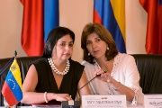 Colombia's Foreign Minister Maria Angela Holguin (R) talks with counterpart Venezuela's Delcy Rodriguez before bilateral meeting in Cartagena, Colombia, August 26, 2015.