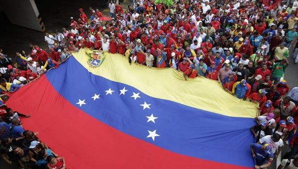 Crowds of Venezuelans have rallied in support of the government