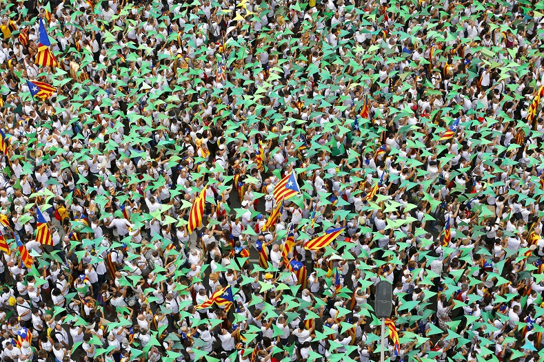 Hundreds of Thousands Rally for Catalan Independence ...
