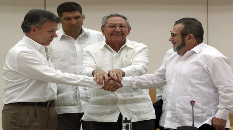 """El Estado colombiano otorgará la amnistía """"más amplia posible"""" para los delitos políticos, pero dejará fuera de esa medida los crímenes que la legislación nacional tipifique como de lesa humanidad, genocidio o graves crímenes de guerra, según un acuerdo alcanzado."""