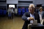 Antonio Costa, leader of the opposition Socialist party (PS), casts his ballot during the general election, Sao Joao das Lampas, Portugal Oct. 4, 2015.