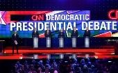 Moderator Anderson Cooper (L) stands onstage with Democratic U.S. presidential candidates at the first official Democratic candidates debate of the 2016 presidential campaign in Las Vegas, Nevada, Oct. 13, 2015.
