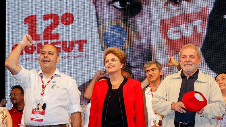 Trade union leader Vagner Freitas (L), President Dilma Rousseff (C), and former President Luiz Inacio Lula da Silva greet the 12th congress of the Brazilian Trade Union Confederation in Sao Paulo, Oct. 13. 2015.