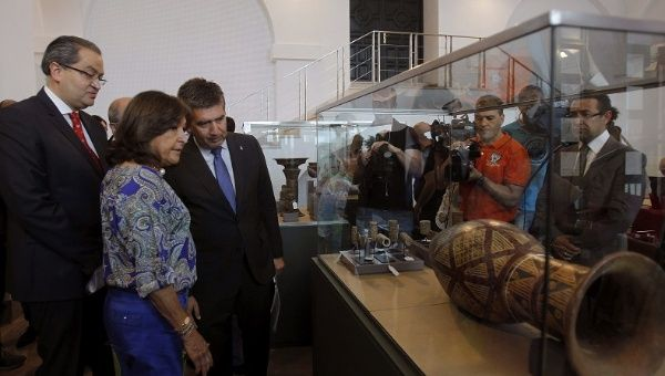 Colombian ambassador recuperates 691 pieces of stolen pre-Columbian artwork in Madrid last year.