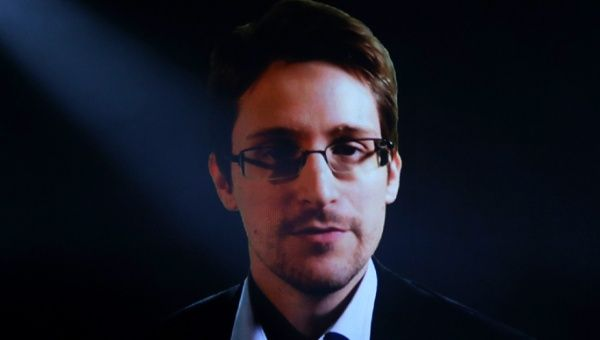 MEPs called member states to drop charges against whistleblower Edward Snowden.