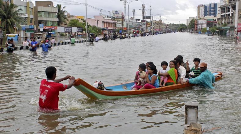 325 MUERTOS Y 2 MILLONES DE AFECTADOS POR INUNDACIONES EN EL SUR DE INDIA