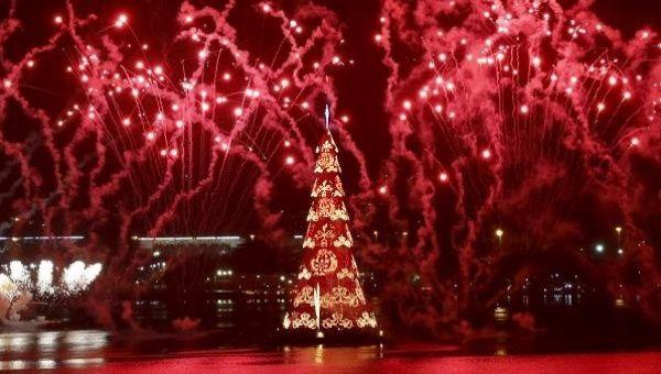 Brazil Unveils Worldu0027s Largest Floating Christmas Tree