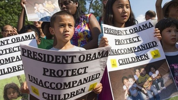 Children join a protest to call on Obama to protect undocumented children.