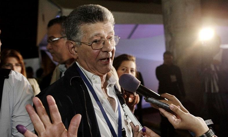Venezuelan Opposition spokesperson Henry Ramos Allup addresses media outlets in Caracas Venezuela, Dec. 6, 2015.