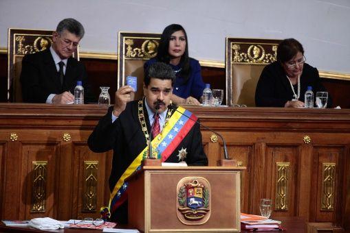 the latest a596d bdcc9 Maduro manifestó a la oposición que tendrán que derrocarlo si pretenden  aprobar una ley privatizadora.   Foto  AVN