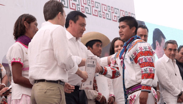 Over 7,000 indigenous Mexicans from 68 provinces came to declare their birth certificates.