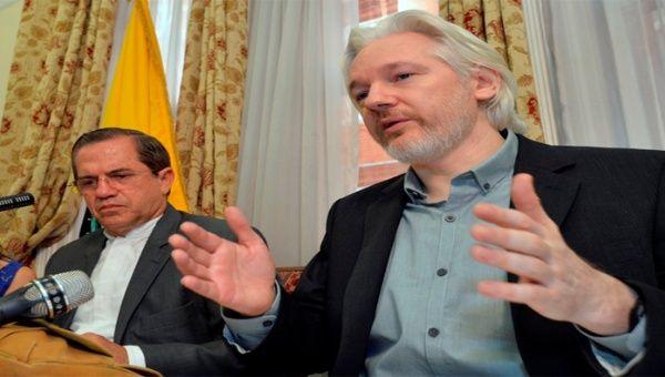 Gobierno de Ecuador garantiza protección al  fundador de WikiLeaks, Julian Assange.