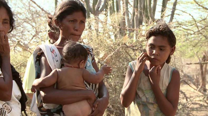 Las comunidades Wayuú denuncian la ineficiencia del Estado colombiano para atender la hambruna en la Guajira.