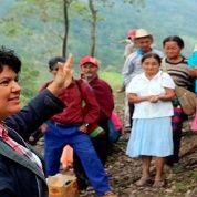 Berta Cáceres era perseguida por oponerse a la construcción de proyectos hidroeléctricos que atentaban contra la naturaleza y el desplazamiento de pueblos originarios en su país.