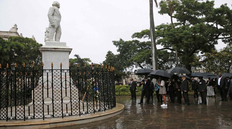 Además, visitó la Plaza de Armas, junto con Eusebio Leal, historiador de la ciudad.