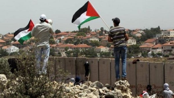 Palestinians protest against Israeli settlements in the West Bank village of Nilin, May 31, 2013.