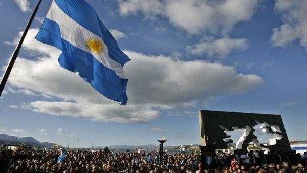 Argentina comenzó hace algunos años una sucesión de políticas para presionar a Inglaterra a que se siente a negociar el futuro de las islas.