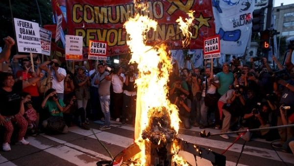 Demonstrators burn a caricature vulture during a protest against the visit by U.S. President Barack Obama to Argentina, in Buenos Aires, March 23, 2016.