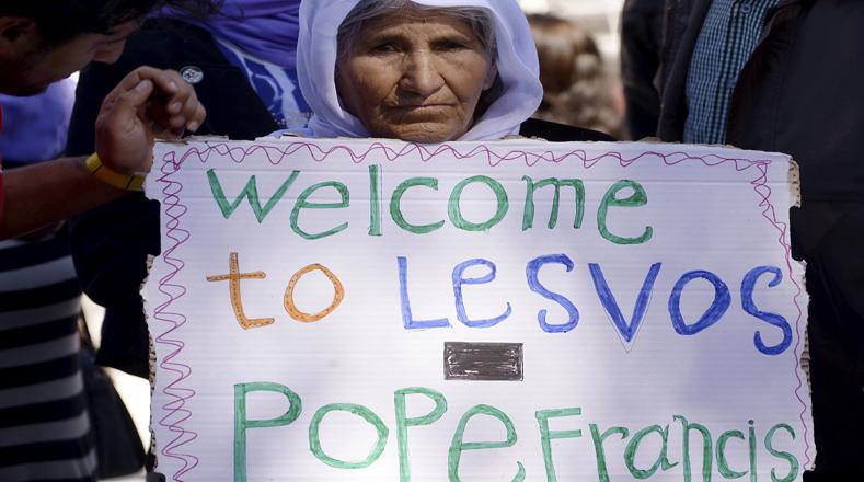 Los refugiados dieron una cálida acogida al sumo pontífice.