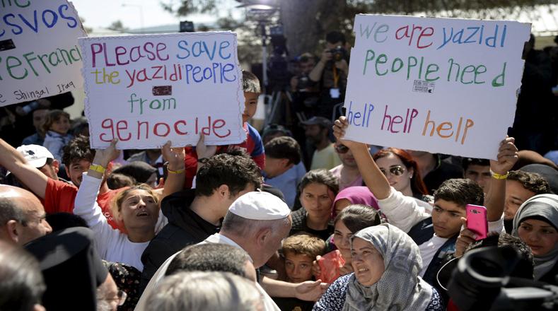 La visita del papa a Lesbos duró en total unas cinco horas y está marcada sobre todo por gestos fuertes de solidaridad y apoyo.