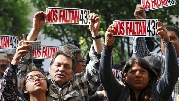 http://www.telesurtv.net/__export/1461609887969/sites/telesur/img/news/2016/04/25/ayotzinapa_19_months.jpg_1718483346.jpg