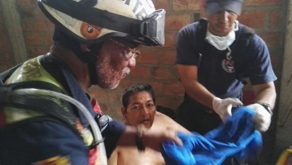 Rescatan con vida a anciano en ecuador 13 d as despu s del for Ministerio de relaciones interiores y justicia