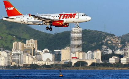 A Tam people carrier lands in Rio de Janeiro.