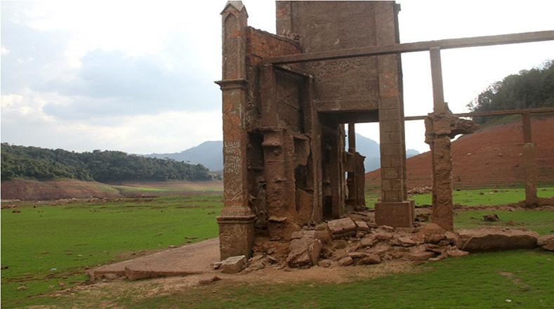 Restos de Potosí quedan al descubierto por la sequía que ha traído el llamado Fenómeno El Niño.