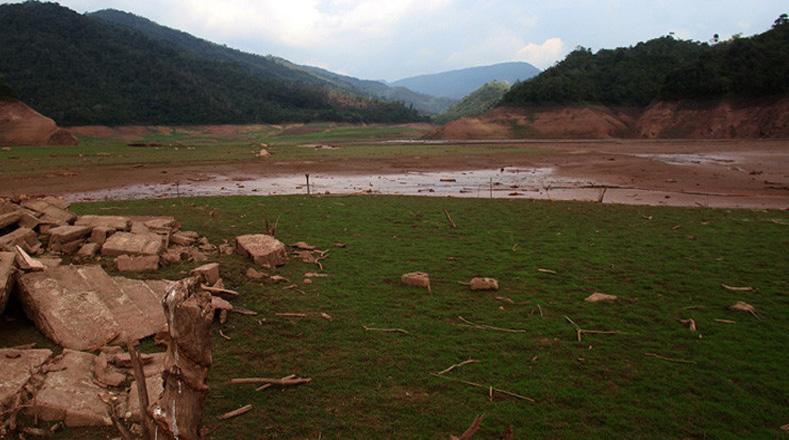 El Desarrollo Hidroelectrico Uribante Caparo borraría del mapa a este poblado con la construcción de un sistema de 3 embalses y presas a desnivel.